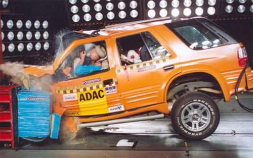 Từ xe Trung Quốc đến xe made in Vietnam (Kỳ 2): Sau cú đâm nghiền nát lái xe - made in China lại gây sửng sốt - Ảnh 3.