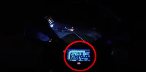 Chạy xe mô-tô hơn 250 km/giờ, tài xế gặp tai nạn thảm khốc - Ảnh 2.