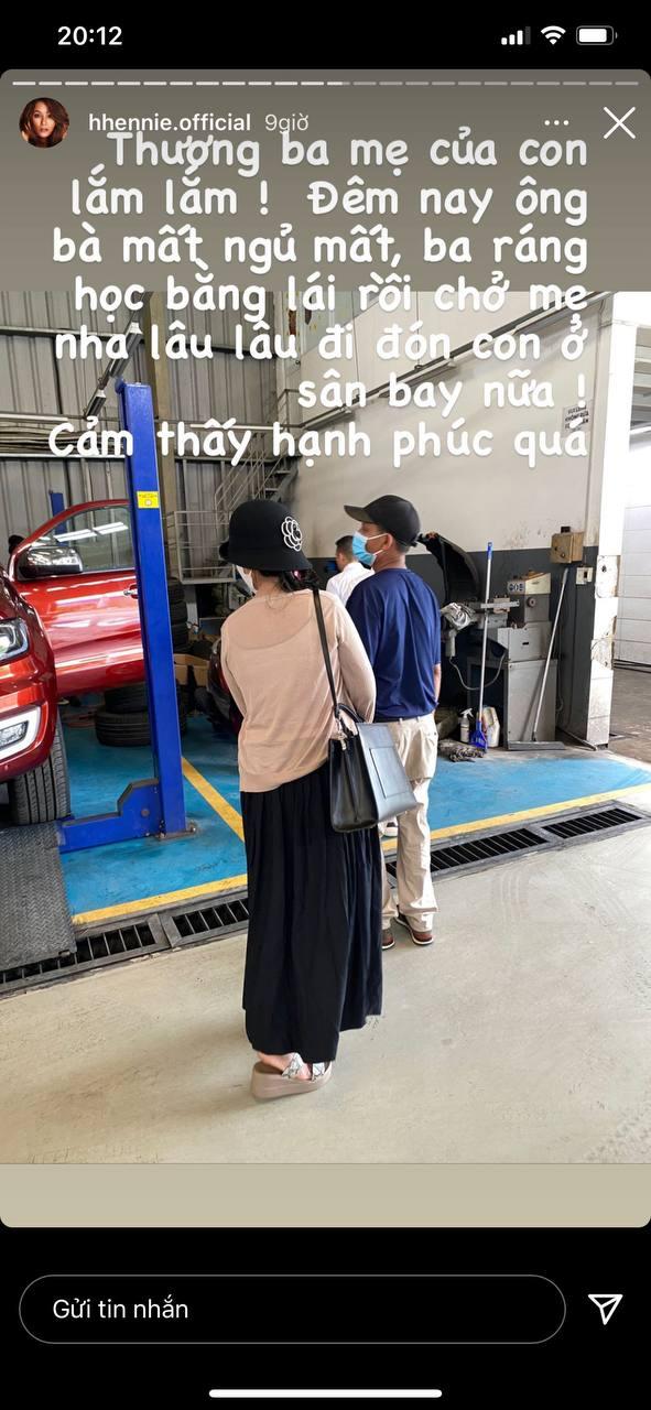 Đích thân dẫn phụ huynh đi tậu xế hộp, hoa hậu H'Hen Niê nhận mưa lời khen từ cộng đồng mạng - Ảnh 2.
