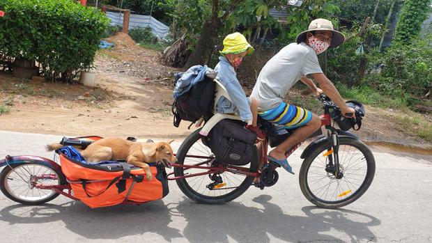 Bán hết tài sản, cặp vợ chồng Vũng Tàu đạp xe chở 2 con nhỏ đi phượt khắp Việt Nam - Ảnh 1.