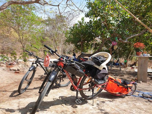 Bán hết tài sản, cặp vợ chồng Vũng Tàu đạp xe chở 2 con nhỏ đi phượt khắp Việt Nam - Ảnh 14.