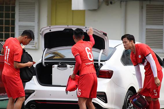 Soi xe của tuyển thủ đội tuyển Việt Nam: Ai cũng mua Mercedes-Benz nhưng đội trưởng Quế Ngọc Hải lại giản dị bất ngờ - Ảnh 7.