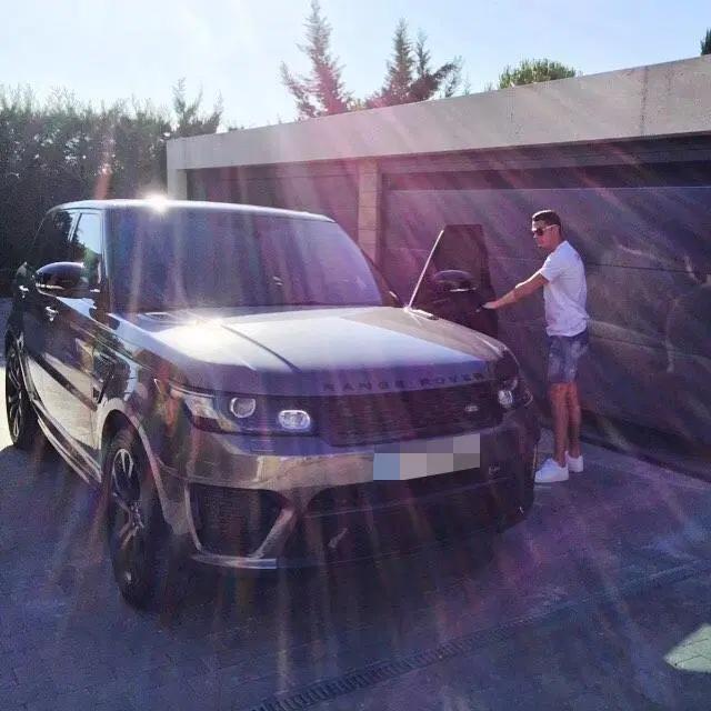 Bộ sưu tập xe của siêu cầu thủ Cristiano Ronaldo vừa lập kỷ lục ghi bàn tại Euro: Bugatti, Lamborghini, Rolls-Royce đủ cả, toàn hàng limited edition - Ảnh 12.