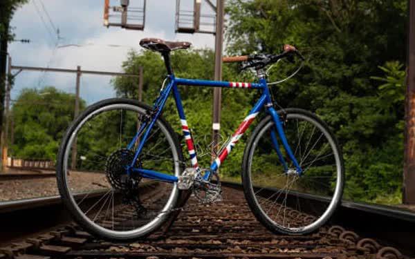 Được ông Biden tặng 1 chiếc xe đạp, vì sao Thủ tướng Anh phải trả 1.500 USD nếu muốn sở hữu? - Ảnh 1.