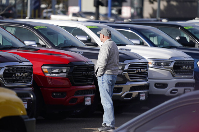 Xe second hand đi 2 năm giá cao hơn xe mới cả nghìn USD - đây là thị trường ô tô điên rồ thế giới - Ảnh 1.