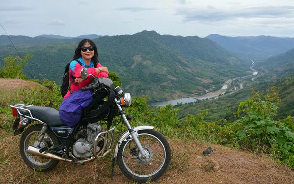 Thương con trai bị áp lực học tập, mẹ rủ con đi phượt khắp Việt Nam - Ảnh 1.