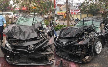 Rộ tin Toyota Camry chết đi sống lại sau cú lộn nhào chiều mùng 5 Tết - Ảnh 2.