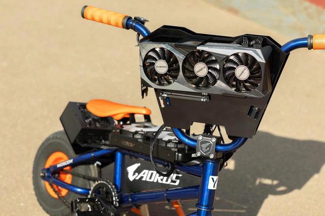 Modder biến xe đạp BMX thành PC Gaming cực khủng, có thể đạp đi chơi khắp nơi - Ảnh 2.