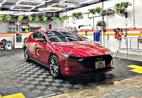 Mazda3 bốc trúng số VIP 668.88 tại xứ Thanh, dân tình rủ nhau khoe biển đẹp chung vui thay vì gạ bán chênh hàng trăm triệu - Ảnh 1.