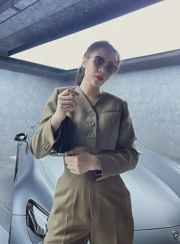 Đàm Thu Trang 'khoe' outfit mùa dịch, thần thái đỉnh cao khiến loạt siêu phẩm của ông xã Nguyễn Quốc Cường bị lu mờ - Ảnh 5.