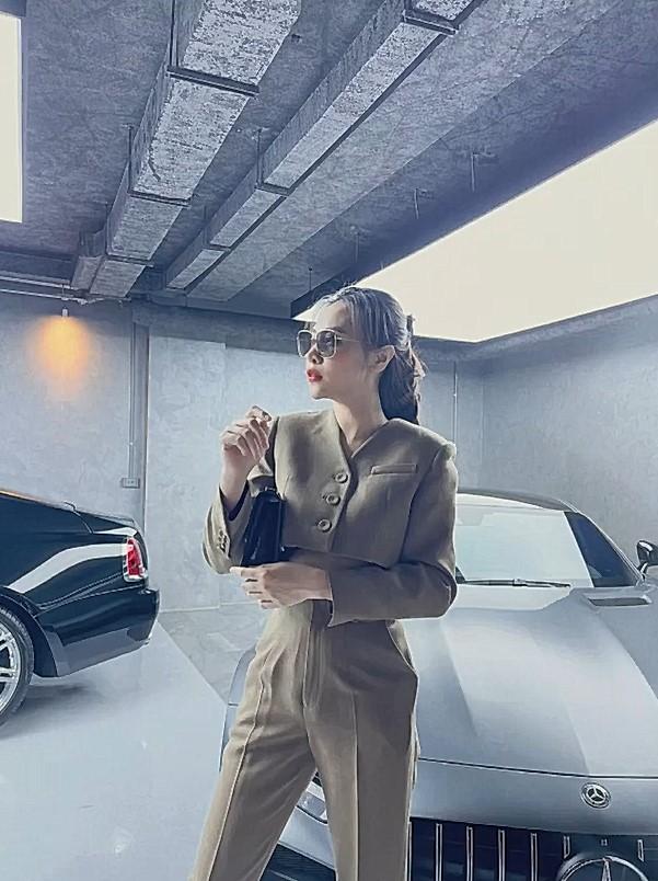 Đàm Thu Trang 'khoe' outfit mùa dịch, thần thái đỉnh cao khiến loạt siêu phẩm của ông xã Nguyễn Quốc Cường bị lu mờ - Ảnh 6.