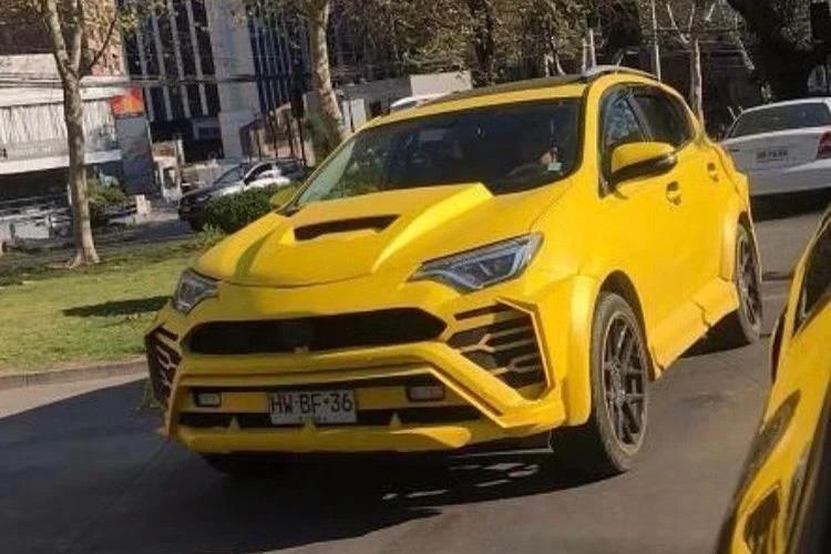 Lamboyota URAV4 - Khi bạn thích Lamborghini Urus mà chỉ đủ tiền mua Toyota RAV4