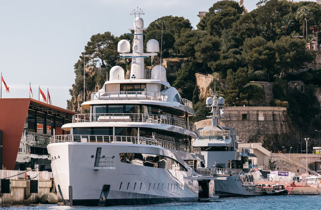 Cảnh xa xỉ tại triển lãm du thuyền Monaco, nơi quy tụ tài sản của nhà giàu thế giới - Ảnh 2.
