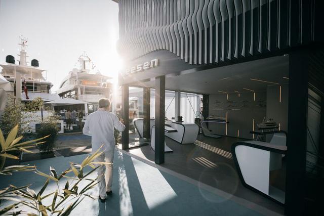Cảnh xa xỉ tại triển lãm du thuyền Monaco, nơi quy tụ tài sản của nhà giàu thế giới - Ảnh 10.