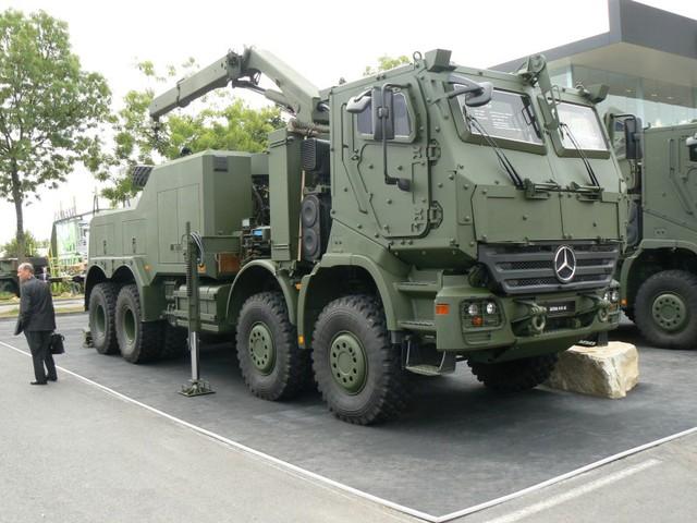 Tại Triển lãm Eurosatory 2010, hãng Mercedes-Benz đã giới thiệu mẫu xe cứu kéo tiên tiến thế hệ mới mang tên Actros 4151AK 8x8 Bison. Ngay khi mới xuất hiện, Bison gây ấn tượng mạnh với khách tham quan bởi thiết kế cabin bọc thép hầm hố kèm theo đó là những khả năng vô cùng độc đáo. Tính đến thời điểm hiện tại, Lục quân Đức đã đặt hàng 19 chiếc và đã nhận được 4 chiếc Bison.
