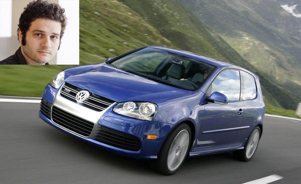 Tỷ phú Dustin Moskovitz, đồng sáng lập Facebook, lái một chiếc xe Volkswagen R32 Hatchback khá khiêm tốn. Mẫu xe này có giá chỉ 13.000 USD.