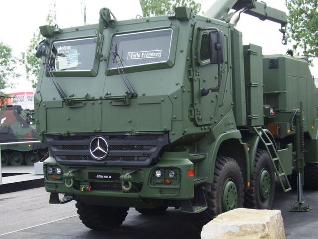 Cabin của Bison là bản nâng cấp từ dòng xe tải dân dụng Actros. Mẫu cabin này là sản phẩm hợp tác giữa Mercedes-Benz (Đức) và Công ty Land Mobility Technologies (Nam Phi). Toàn bộ cabin nặng nề này được bọc thép đạt tiêu chuẩn NATO STANAG 4569 cấp độ 3, cho phép xe an toàn trước mìn tự chế có sức nổ 10 kg hay đạn xuyên giáp 14,5 mm từ kẻ thù.