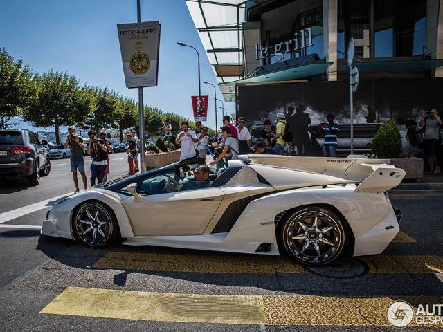 Lamborghini Veneno Roadster xuất hiện tại Thụy Sĩ thu hút nhiều sự chú ý.