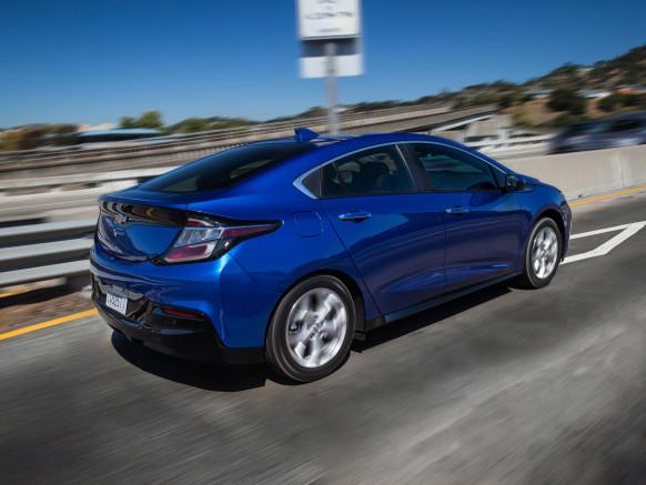 Chevrolet Volt 2016 đi được 85 km khi chạy bằng điện và thêm 579 km khi chạy xăng.