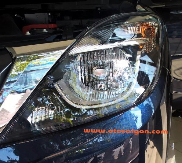 Xe được trang bị lưới tản nhiệt thể thao hình đôi cánh độc đáo và đèn pha đa diện. Trên gương ngoại thất của Mazda BT-50 nâng cấp có đèn báo rẽ.