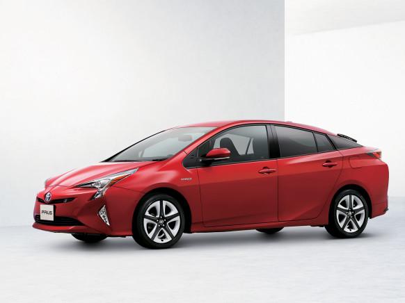 Toyota Prius 2016 đã được thiết kế lại song vẫn giữ khả năng tiết kiệm nhiên liệu đáng nể.
