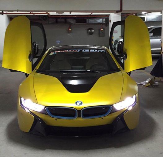 Chiếc BMW i8 màu vàng gold tại Sài Gòn. Ảnh: Vietnam Team
