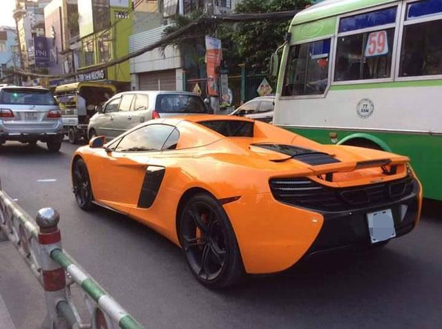 McLaren 650S Spider biển đẹp chạy trên phố Sài Gòn.