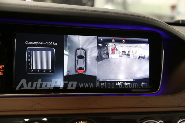 Hệ thống âm thanh vòm Burmester® high-end 3D 24 loa, công suất 1.540 watt mang đến chất lượng âm thanh trung thực và sống động bậc nhất của ngành ôtô thế giới. Ngoài ra, hệ thống camera lùi được nâng cấp thành camera 360 độ giúp sát các phương tiện và chướng ngại vật ở xung quanh xe với góc nhìn từ trên xuống.