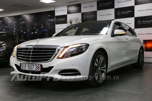 Cường Đô-la mua chiếc S500L tại một showroom MercedesBenz chính hãng ở Sài Gòn