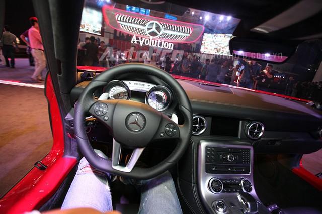 Trong khi đó, chiếc Mercedes-Benz SLS AMG thứ 3 tại Việt Nam lại nổi tiếng hơn cả khi thuộc sở hữu của nhà chồng Hà Tăng. Đồng thời, chiếc thứ ba thuộc phiên bản đặc biệt Final Edition với 350 chiếc được sản xuất trên toàn thế giới.