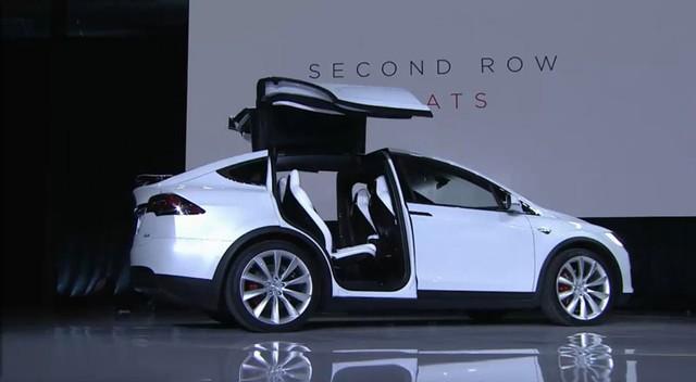 Tesla Model X trong sự kiện ra mắt.