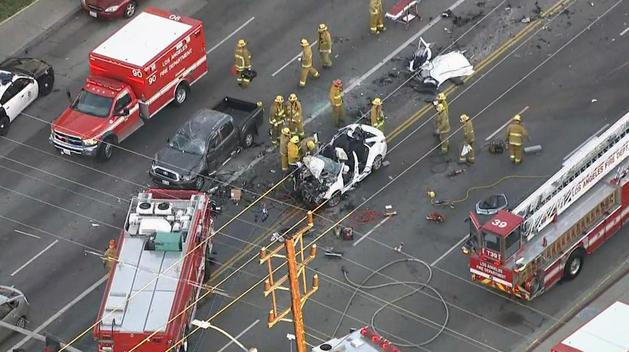 Hiện trường vụ tai nạn liên hoàn 5 xe.