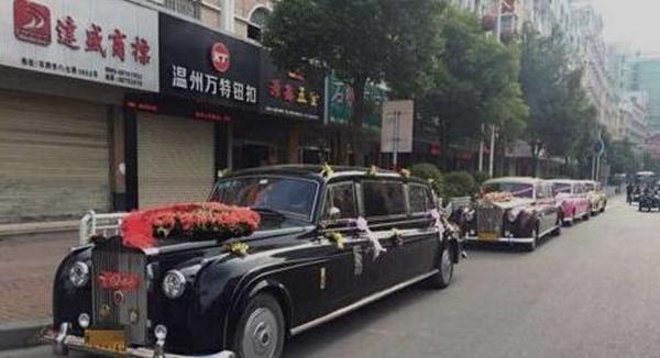 Đoàn rước dâu hoành tráng với sự hiện diện của 4 chiếc Rolls-Royce.