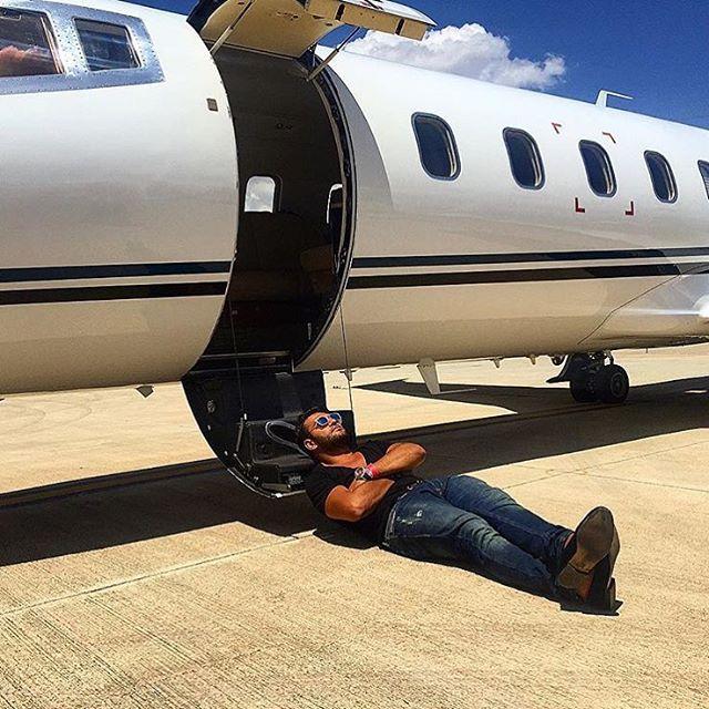 Những người khác lại sở hữu cả máy bay riêng...