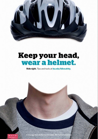 Đội mũ bảo hiểm khi tham gia giao thông.