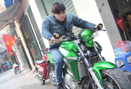 """Chiếc xe này """"độ"""" máy từ 175cc lên 250cc và thay đổi kiểu dáng bên ngoài, nếu lưu hành sẽ bị xử phạt."""