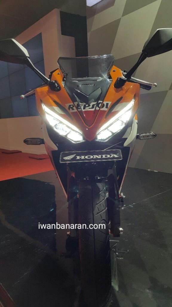 Dự kiến, Honda CBR150R 2016 sẽ có mặt trên thị trường Indonesia vào tháng 3 tới. Mục tiêu của Honda là bán được 7.000 chiếc CBR150R 2016 mỗi tháng, tăng 15% so với trước.