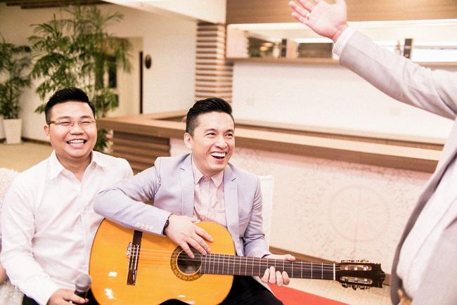 ...và nam ca sĩ Lam Trường cũng góp mặt trong lễ cưới này