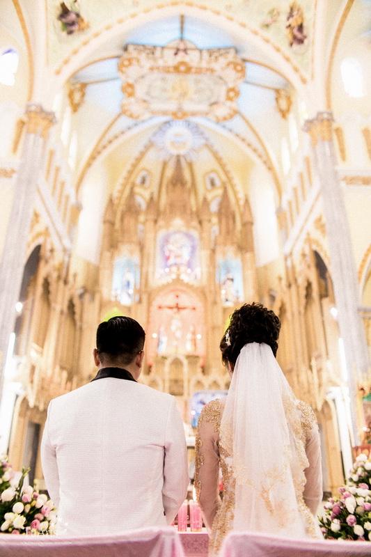 Đám cưới được tổ chức hoành tráng và lung linh ở một nhà thờ trong TP. HCM. Đây cũng là địa điểm đầu tiên tổ chức đám cưới của cặp đôi này