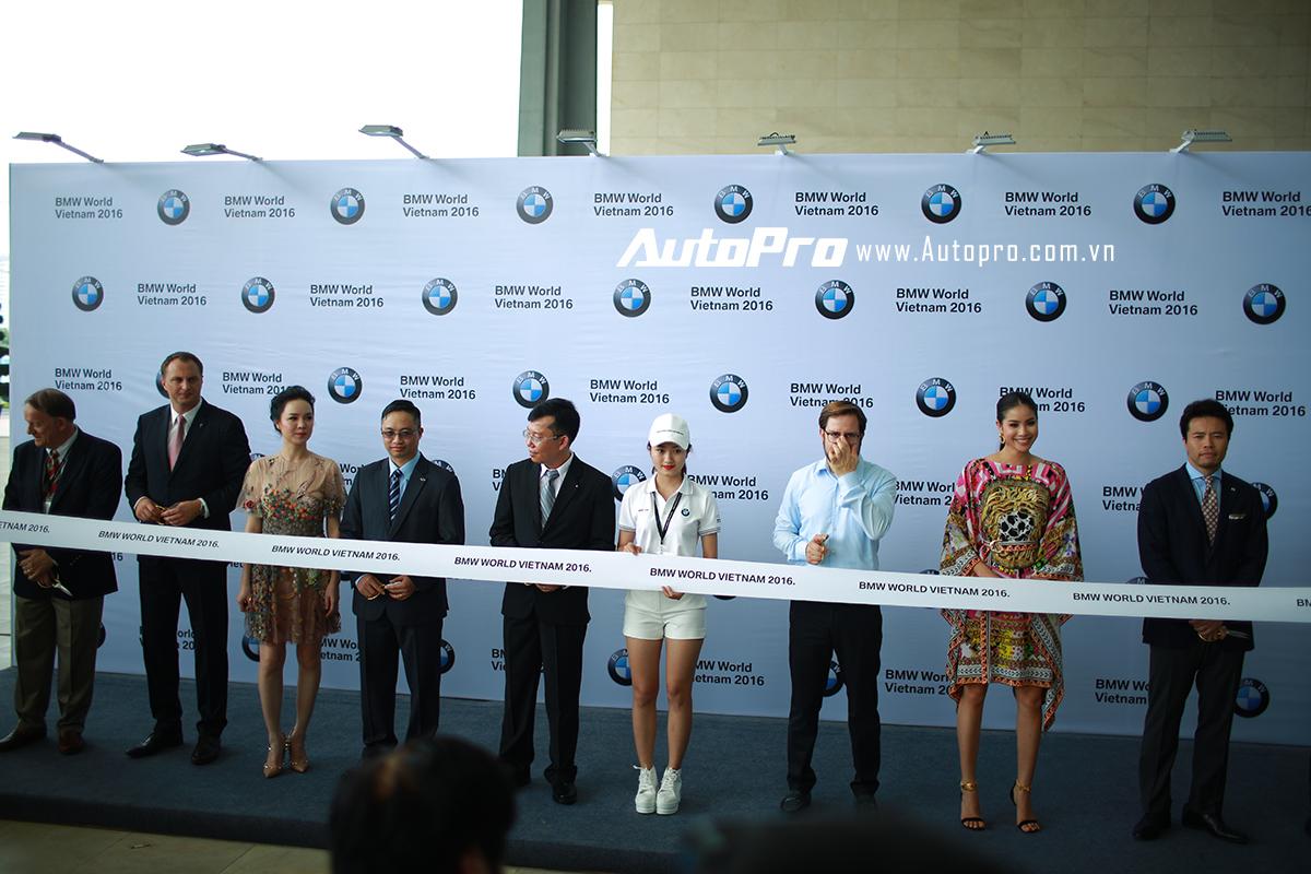 Lễ cắt băng khai mạc BMW World Vietnam 2016.