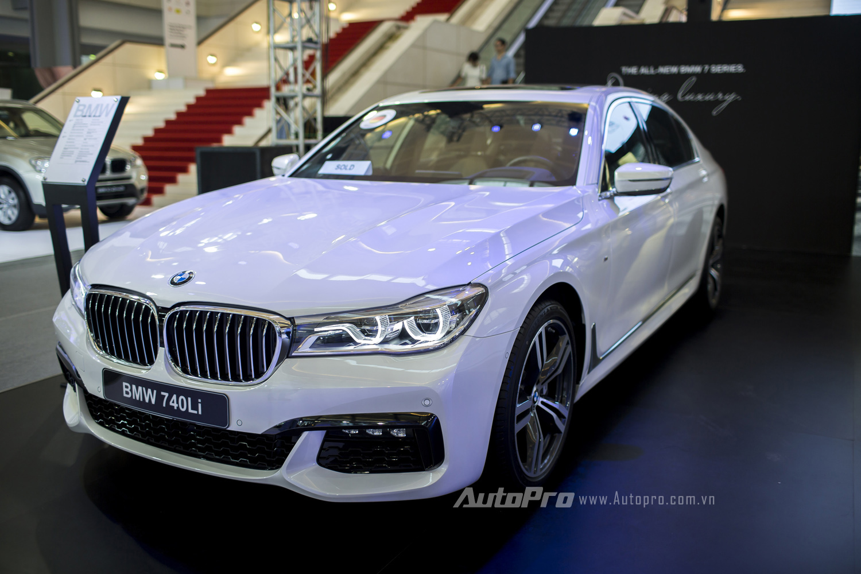 BMW Series-7 thế hệ mới thực sự khiến nhiều người phải ngỡ ngàng cũng được chào sân BMW World Vietnam 2016 với hai phiên bản BMW 740Li.