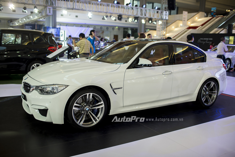 Mẫu xe BMW M3 nổi bật với động cơ thẳng hàng 6 xi lanh dung tích 2.939cc có khả năng sản sinh công suất 431 mã lực và mô-men xoắn 550Nm. Xe có khả năng tăng tốc từ 0-100km/h chỉ trong 4,3 giây trước khi đạt tốc độ tối đa 250km/h.