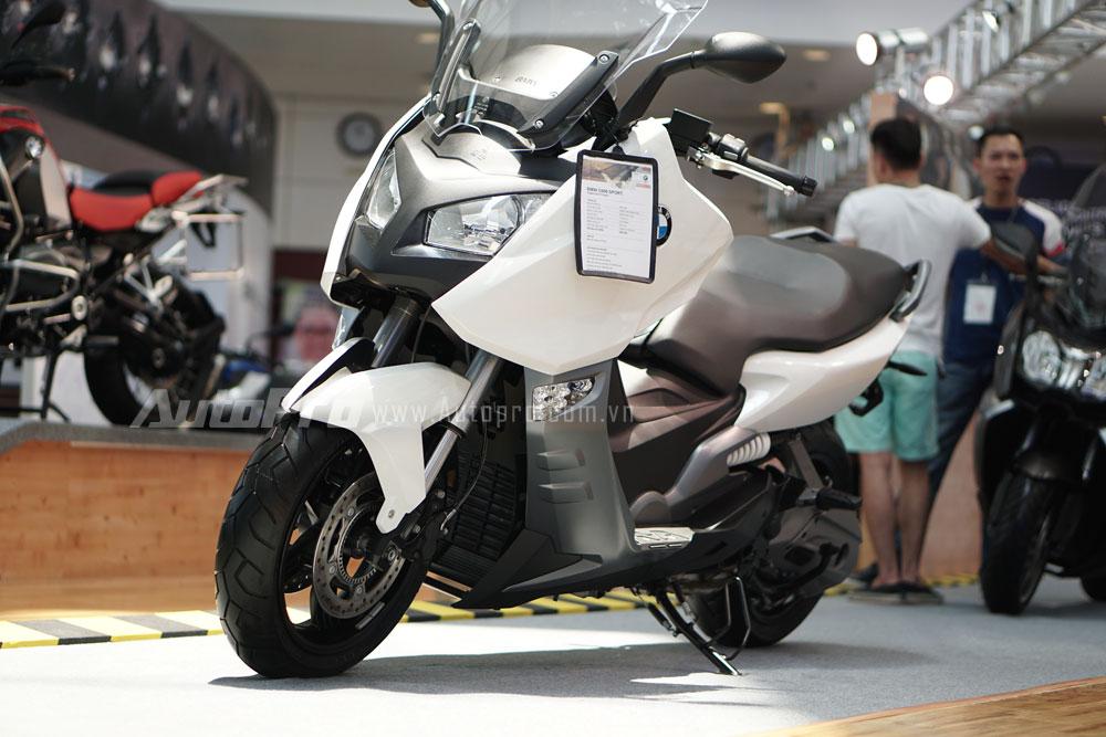Bên cạnh những mẫu xe côn tay phân khối lớn thì Motorrad cũng trưng bày dàn xe tay ga. Điển hình trong đó là C600 Sport.