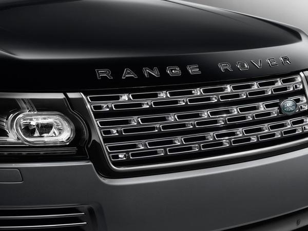 À, thì ra là anh em song sinh cùng kiểu khác chất với Range Rover!