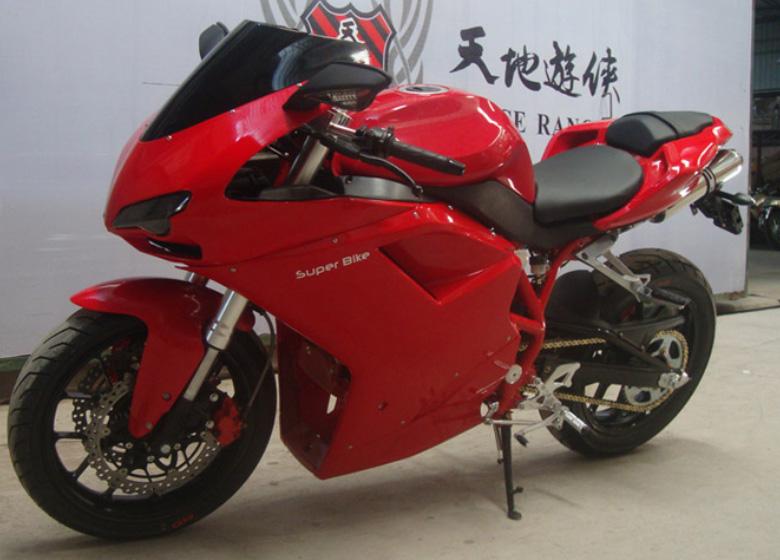 Ducati Panigale cũng không thoát khỏi nạn nhái xe tại Trung Quốc khi mẫu Wonjan WJ300 Space Ranger được bày bán công khai. Dù có tem dán super bike (siêu mô tô) nhưng xe chỉ được trang bị động cơ 300cc.