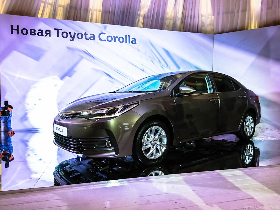 Mới đây, mẫu sedan cỡ nhỏ Toyota Corolla 2017 đã chính thức ra mắt tại một sự kiện được tổ chức tại Nga. Đây chính là mẫu xe hứa hẹn sẽ được bày bán tại thị trường Đông Nam Á, bao gồm cả Việt Nam, trong thời gian tới dưới cái tên Toyota Corolla Altis 2017.