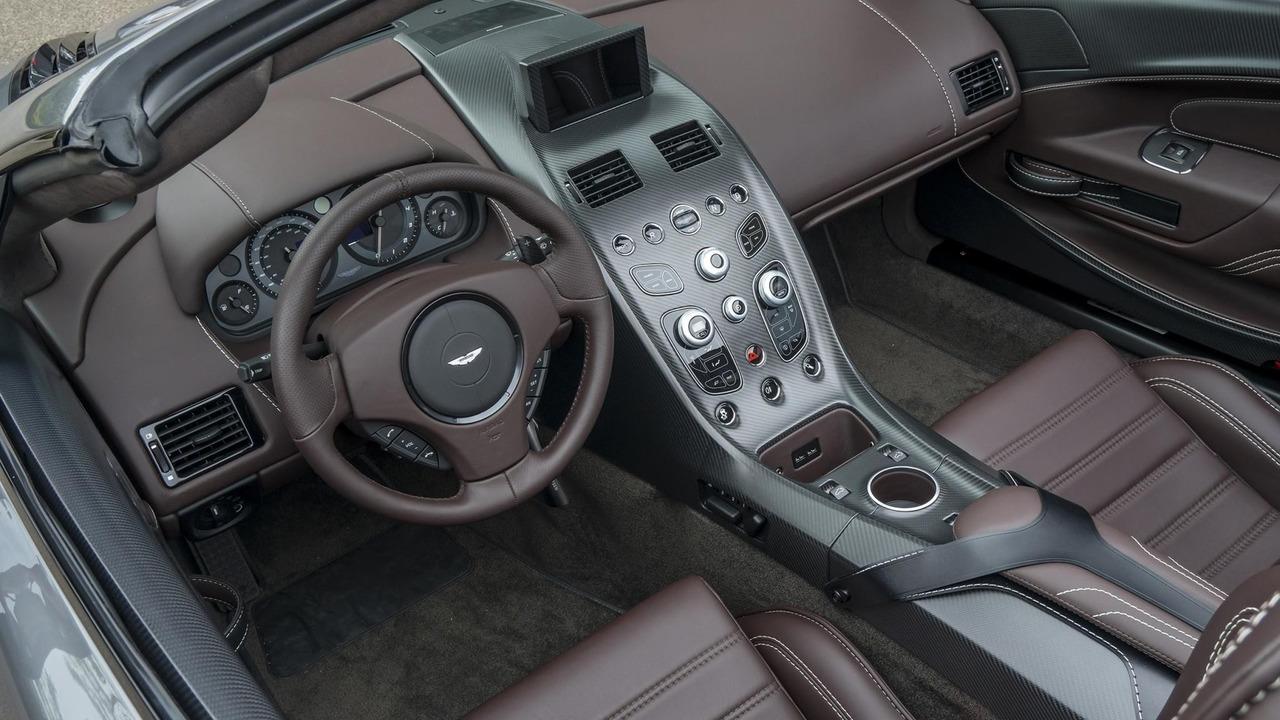Trước đây, bộ phận Q của Aston Martin chỉ cung cấp những màu sơn và phụ kiện cá nhân hóa theo yêu cầu từ phía khách hàng. Aston Martin Vantage GT12 Roadster là chiếc xe đầu tiên mà bộ phận Q làm hơn thế và thể hiện hết khả năng của mình.