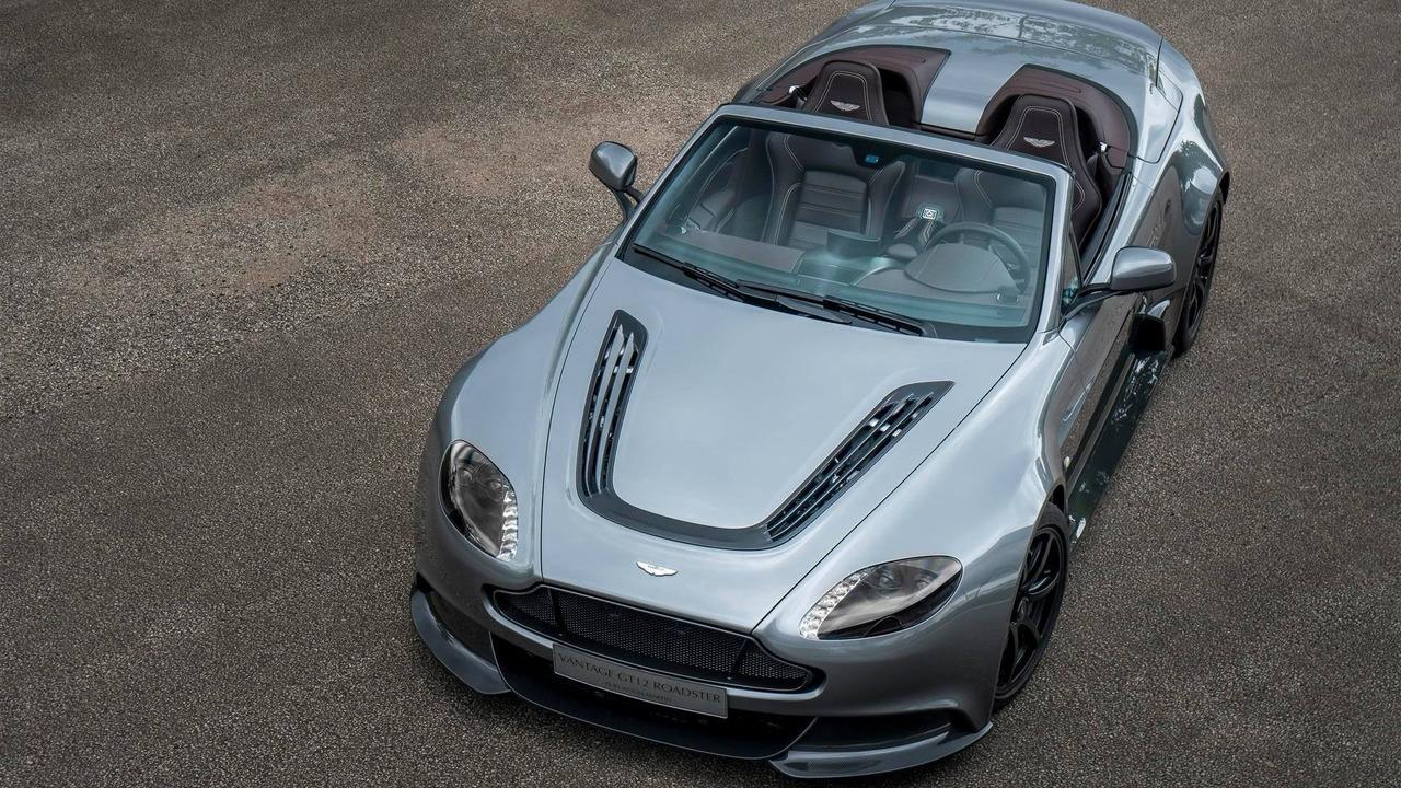 Trong lễ hội tốc độ Goodwood 2016 hiện đang diễn ra tại Anh, hãng Aston Martin đã ra mắt một chiếc xe Vantage GT12 Roadster độc nhất vô nhị.