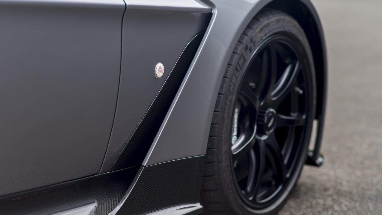 Không dừng ở đó, Vantage GT12 Roadster còn là chiếc xe đánh dấu một mốc quan trọng với hãng Aston Martin.