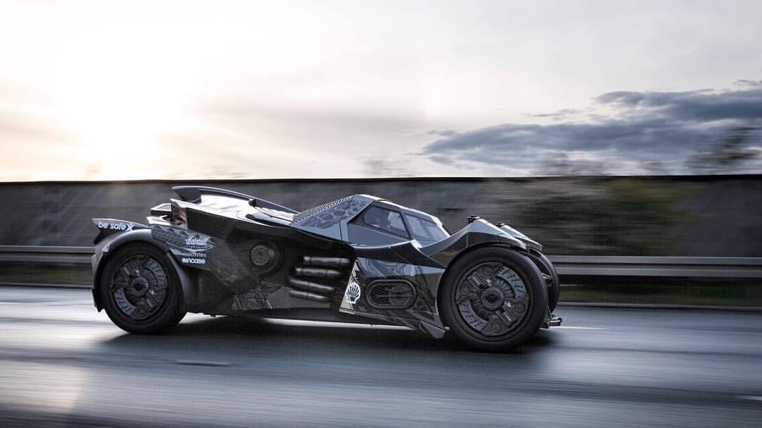 Hãng Caresto cho biết, cảm hứng thiết kế chiếc Batmobile này bắt nguồn từ trò chơi điện tử Arkham Knight. Tuy nhiên, xe được phát triển với khả năng vận hành và đầy đủ tính năng như ô tô thương mại.